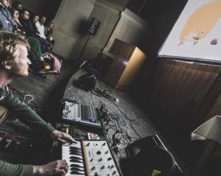 Chuchel + DVA (live gaming)
